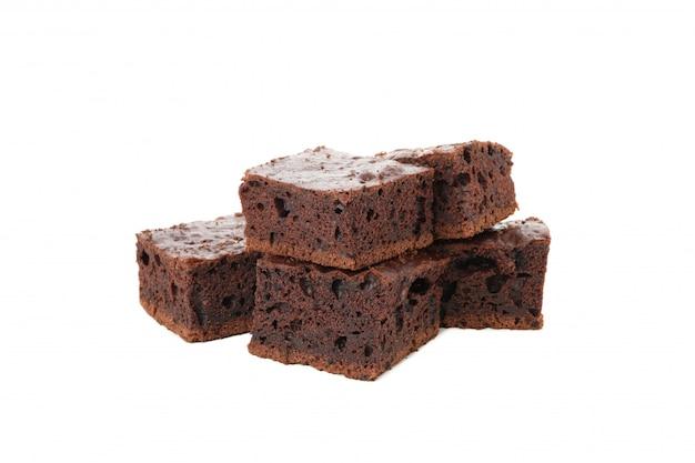 Hoop heerlijke chocoladetaart segmenten geïsoleerd op een witte achtergrond