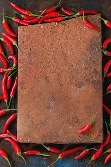 Hoop roodgloeiende chilipepers