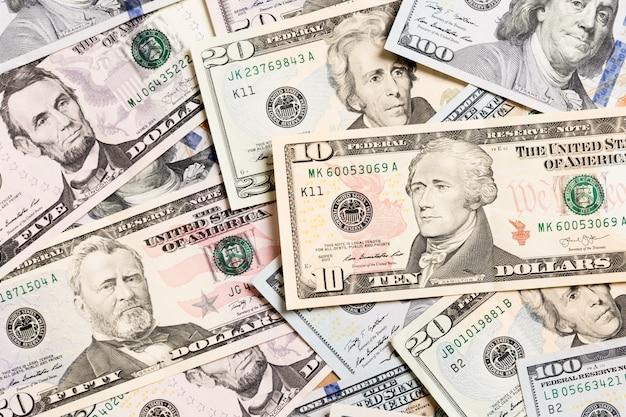 Hoop van amerikaanse dollarrekeningen, geldachtergrond