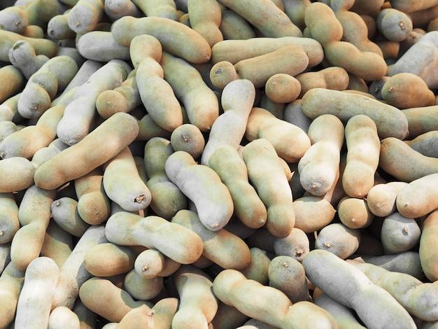 Hoop van zoete verse tamarinde in de markt