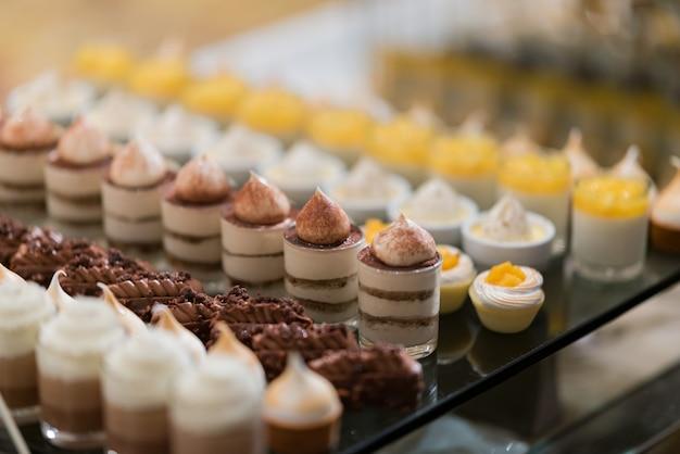 Horecavoedsel, dessert en zoet, mini-canapés, snacks en hapjes, voedsel voor het evenement, snoep