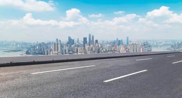 Horizon voorwaarts kronkelende blauwe route snelweg