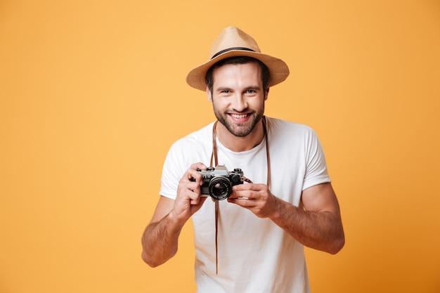 Horizontaal beeld van een positieve camera van de mensenholding