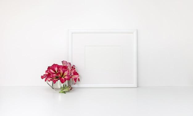 Horizontaal kader, rode bloemen