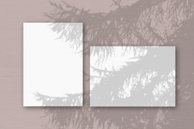Horizontale en verticale vellen wit geweven papier
