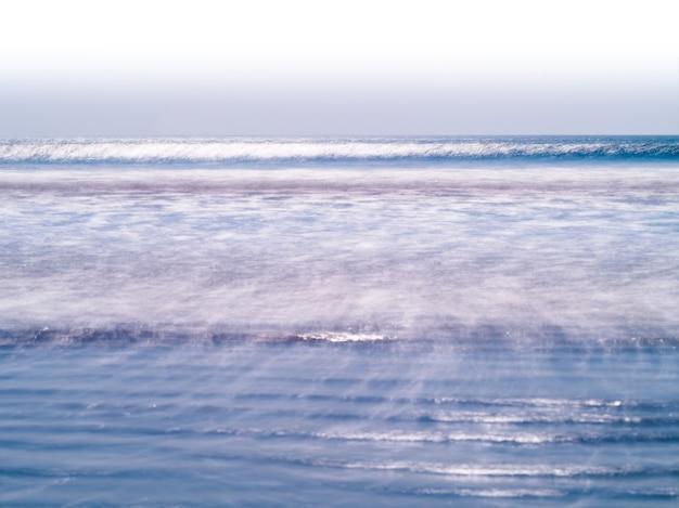 Horizontale levendige melk oceaan horizon vloedgolven achtergrond achtergrond: