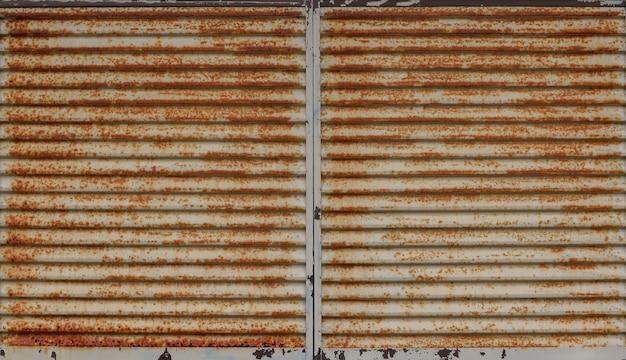 Horizontale oude van het het bladblinde van het grungemetaal van de het vensterdeur de textuurmuur