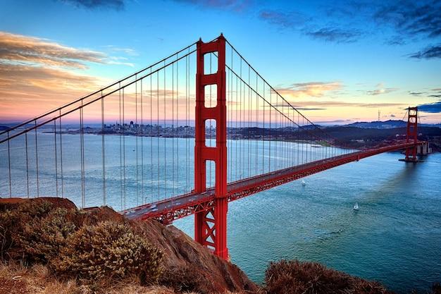Horizontale weergave van de golden gate bridge in san francisco, californië, verenigde staten
