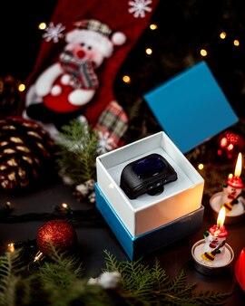 Horloges in de doos en nieuwjaarsspeelgoed
