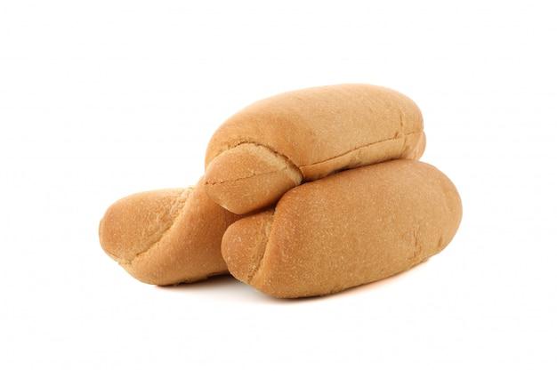 Hotdogbroodjes op witte oppervlakte worden geïsoleerd die