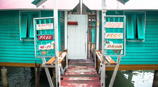 Hotel aan fisherman's bay, landelijke smaak in thailand, dienstwoningen