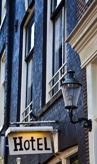 Hotelbord in amsterdam, met kopieerruimte