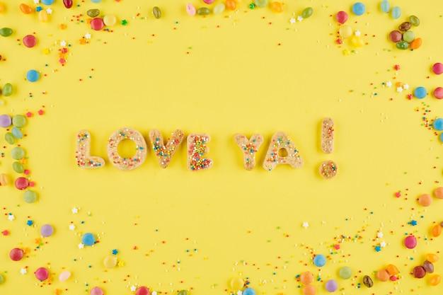 Hou van je inscriptie gemaakt van heerlijke zelfgemaakte suikerkoekjes voor verjaardag of valentijnsdag