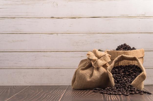 Hou van koffie drinken, koffiemokken en koffiebonen
