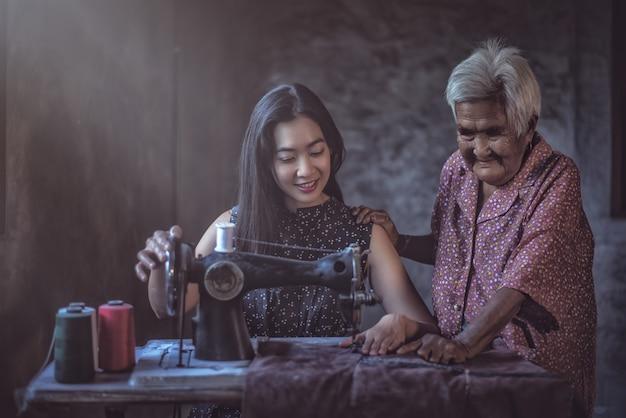 Houd het traditioneel. een naaimachine leren gebruiken