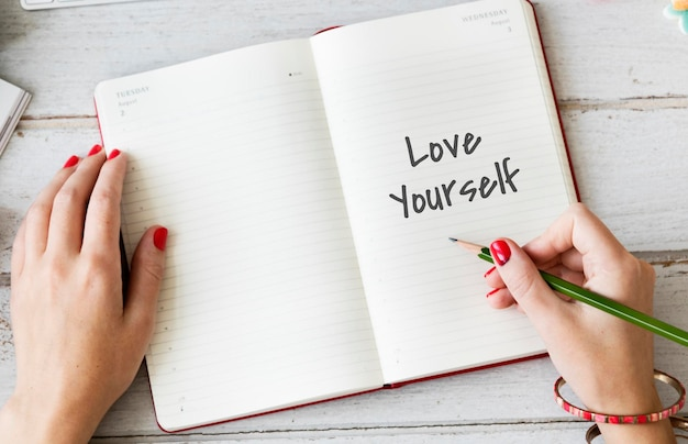 Houd van jezelf gelukkig inspirerend concept