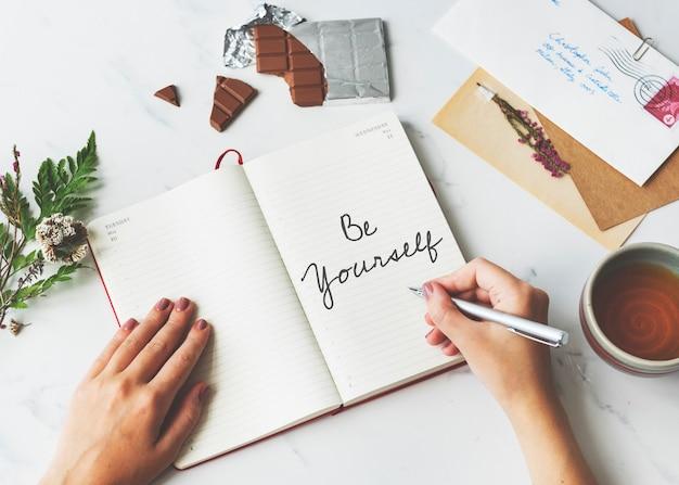 Houd van jezelf wees jezelf zelfvertrouwen bemoedig concept