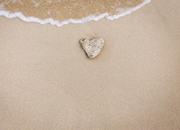Houd van steen in het zand