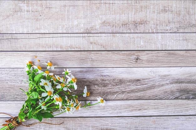 Hout met bloemen