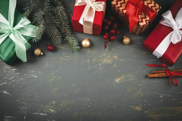 Houten achtergrondexemplaarruimte met kerstmisgiften
