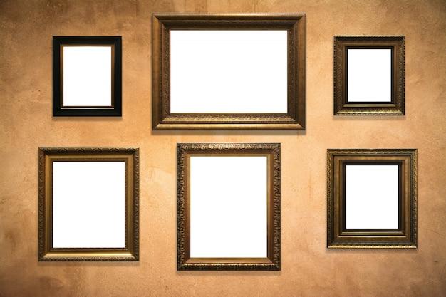 Houten afbeeldingsframe op oude muur achtergrond