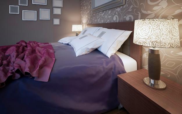 Houten bed met kleurrijke dekens en witte kussens in slaapkamer met grijze muren