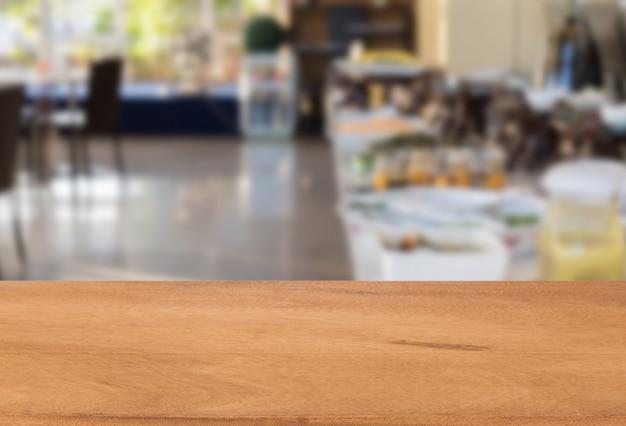Houten blad met keuken wazig pagina