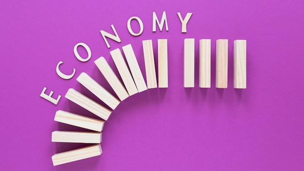 Houten blokken met economie rapport