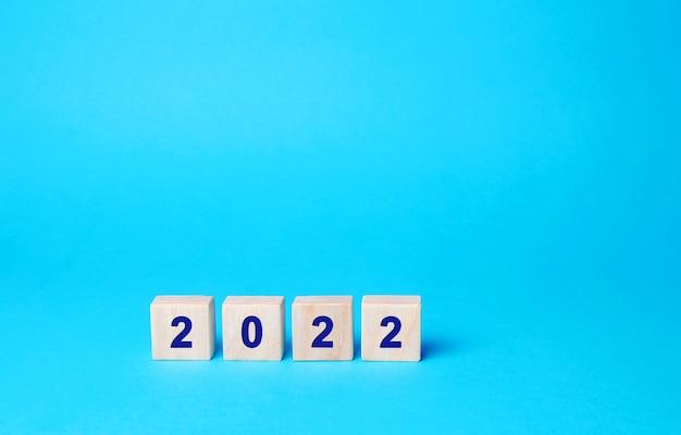 Houten blokken met het opschrift 2022 doelen en doelstellingen stellen voor het nieuwe jaar planning