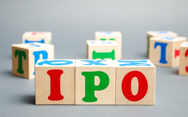Houten blokken met het woord ipo