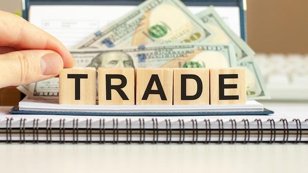 Houten blokken met het woord trade