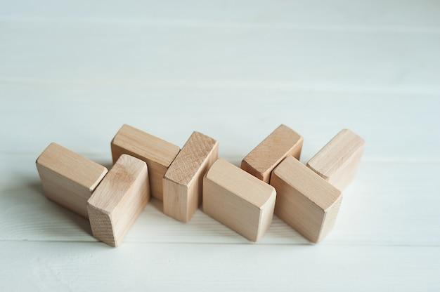 Houten bouwstenen vormen