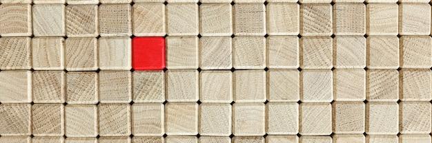Houten bruine blokjes in het midden zijn rood. uniek bedrijfsconcept oplossingen