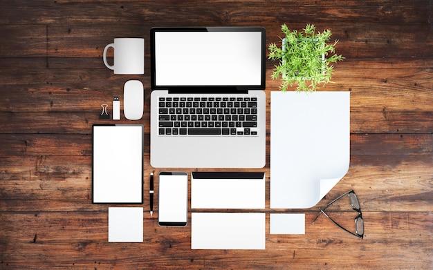 Houten bureaublad met kantoorspullen