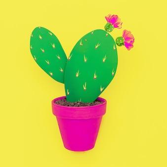 Houten cactus op gele achtergrond. minimaal. platliggende kunst. cactus liefhebber concept