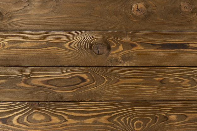 Houten decoratieve achtergrond met plaats voor tekst. middelgrote lichtbruine lariksplanken met knopen en gaten, abstracte textuur. concept van natuurlijke materialen voor huisdecoratie.
