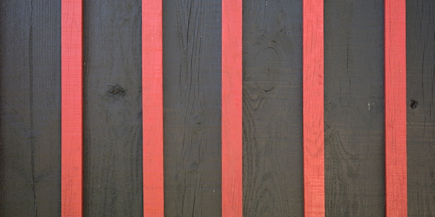 Houten donkere grijze en roze plank rode houten rustieke bruine planken zwarte textuur verticale achtergrond