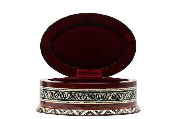 Houten doos met ornamenten voor geïsoleerde juwelen en bijouterie