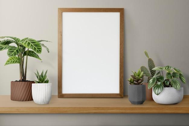 Houten fotolijst op een plank met cactus
