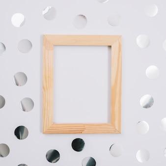 Houten frame met spangles op tafel