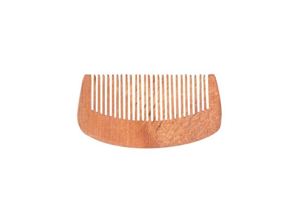 Houten haarborstel op wit geïsoleerd oppervlak