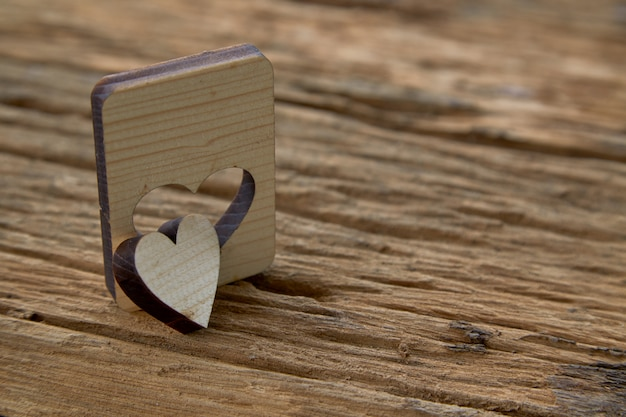 Houten hart valentine op houten