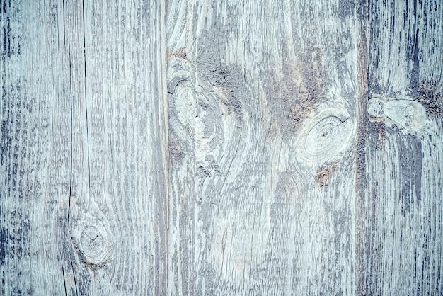 Houten hek met rustieke houten plank schors grijze achtergrond.