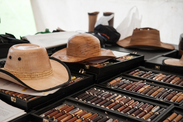 Houten hoed en pen handwerk