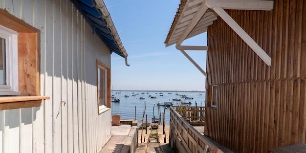 Houten hut voor oysterman in het dorp van le canon in cap ferret frankrijk