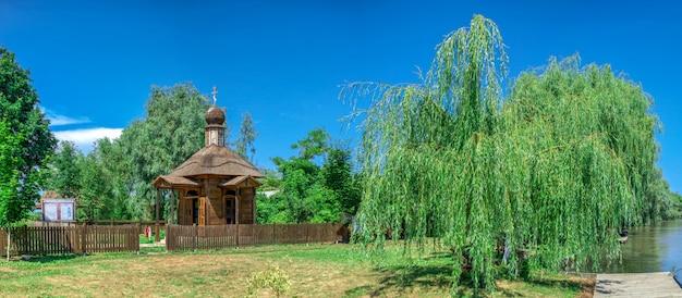 Houten kapel in de stad vilkovo, oekraïne