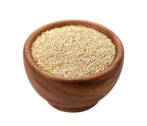 Houten kom quinoa geïsoleerde zaden