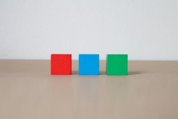 Houten kubus gestapeld