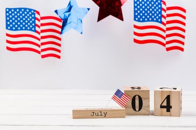 Houten kubussen met datum van onafhankelijkheidsdag van amerika