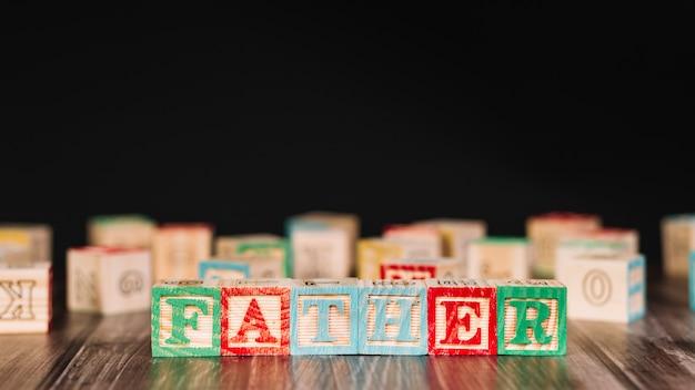 Houten kubussen met vaderinschrijving